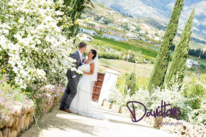bride-&-groom-countryside Spain