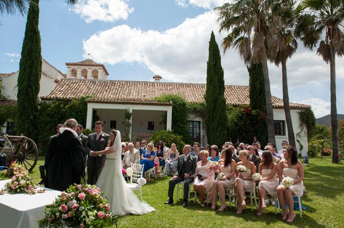 wedding ceremony in Spain garden photo