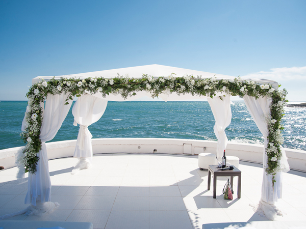 wedding ceremony at private wedding beach club in Mallorca