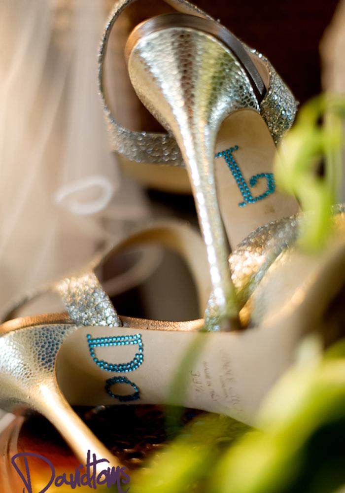 Brides-shoes-at-wedding-in-Marbella