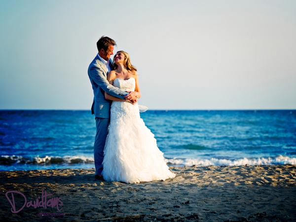 Bride-&-groom-beach-wedding-in-Spain
