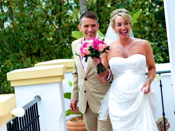 Bride-&-groom-getting-married-in-spain