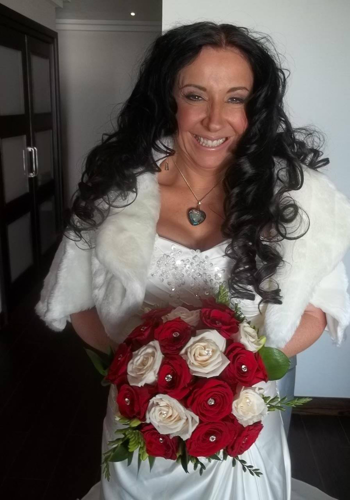Bride-holding-bouquet-at-her-wedding-in-Spain