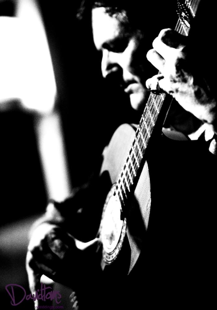 Spainish-Guitarist-at-wedding-in-Spain