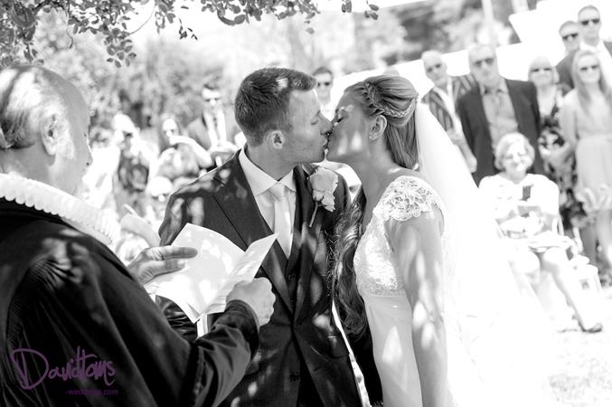Bride-and-groom-getting-married-in-Spain