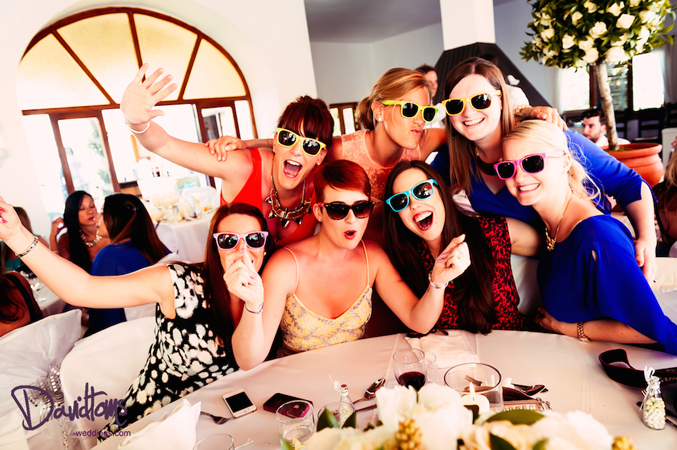 guests-having-fun-at-a-wedding-in-Spain