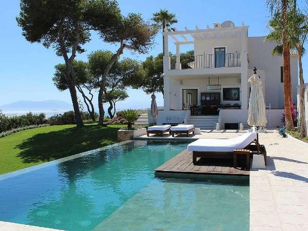 El Barco terrace & pool res