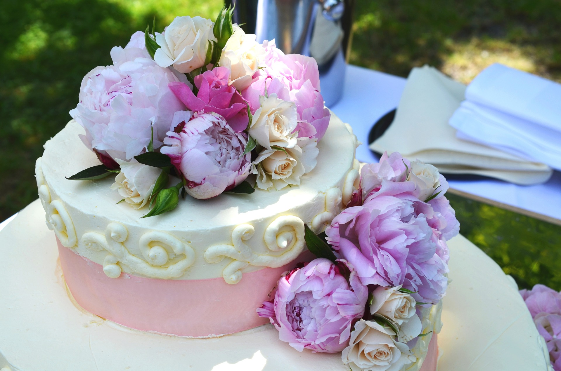 Beautifuly decorated wedding cake in Spain.