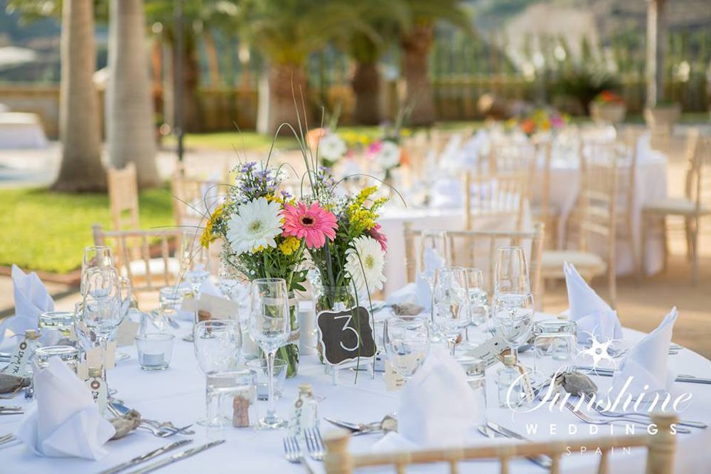 Spanish table arrangements