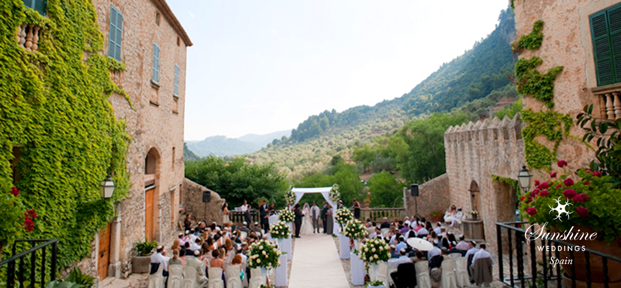 Rustic Finca Mallorca wedding ceremony