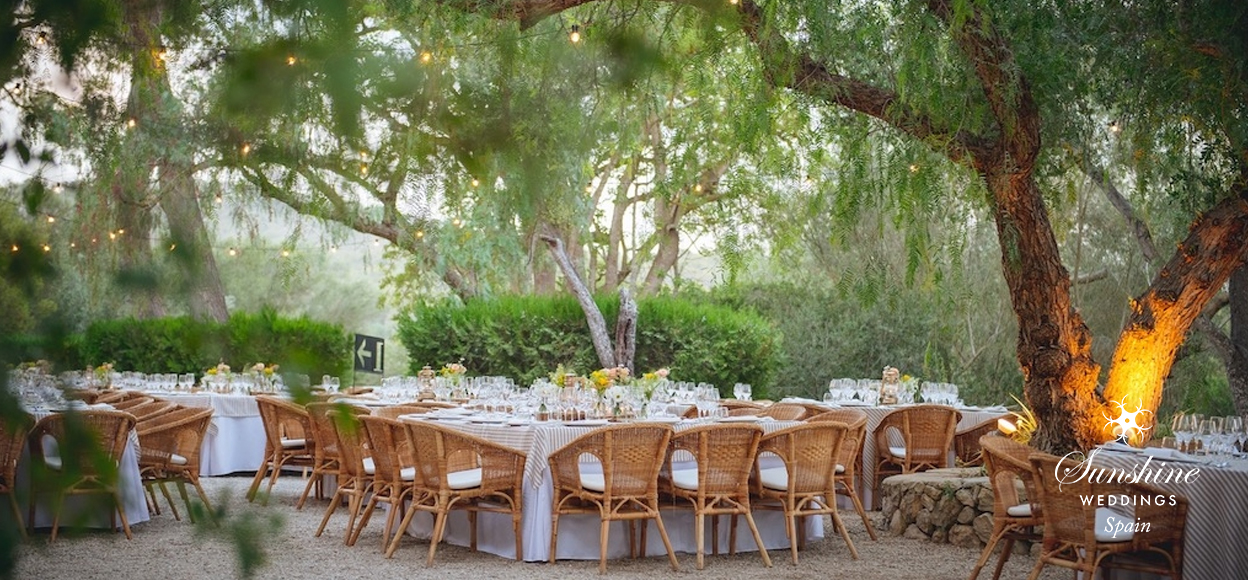 Rustic Finca Mallorca wedding tables