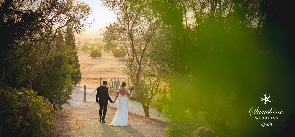 Rustic Finca Mallorca wedding couple