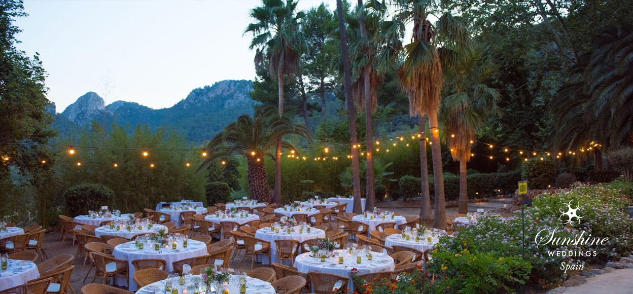 Rustic Finca Mallorca wedding tables outside