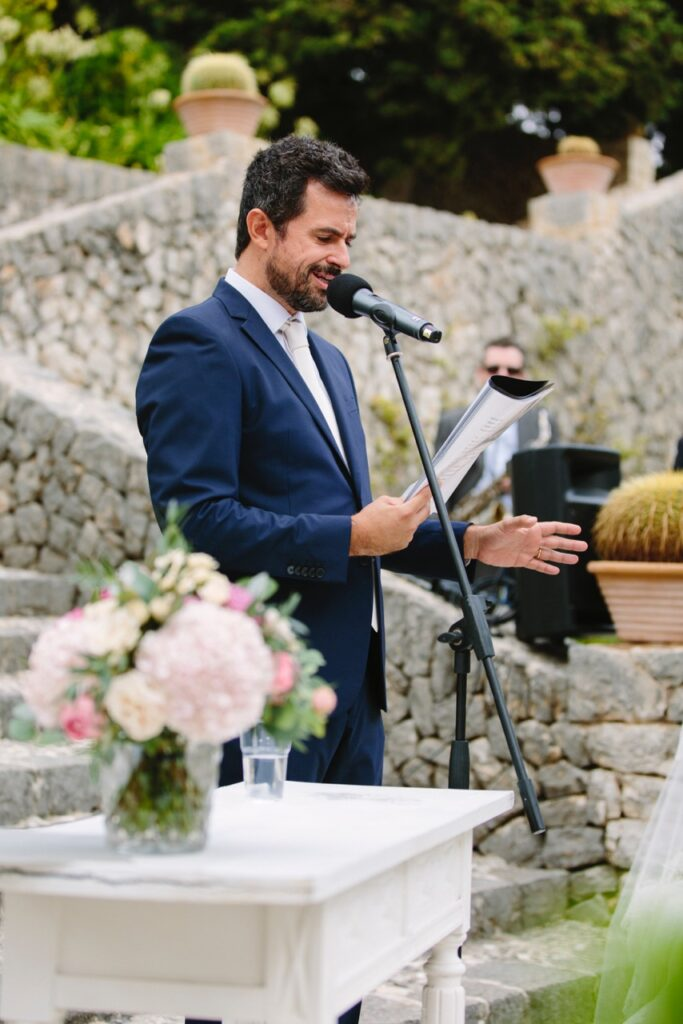 Toni Pons taking a wedding ceremony