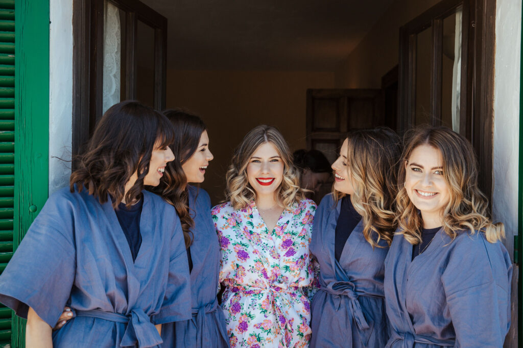 The bride and her bridesmaids - photo by @simon_gorges