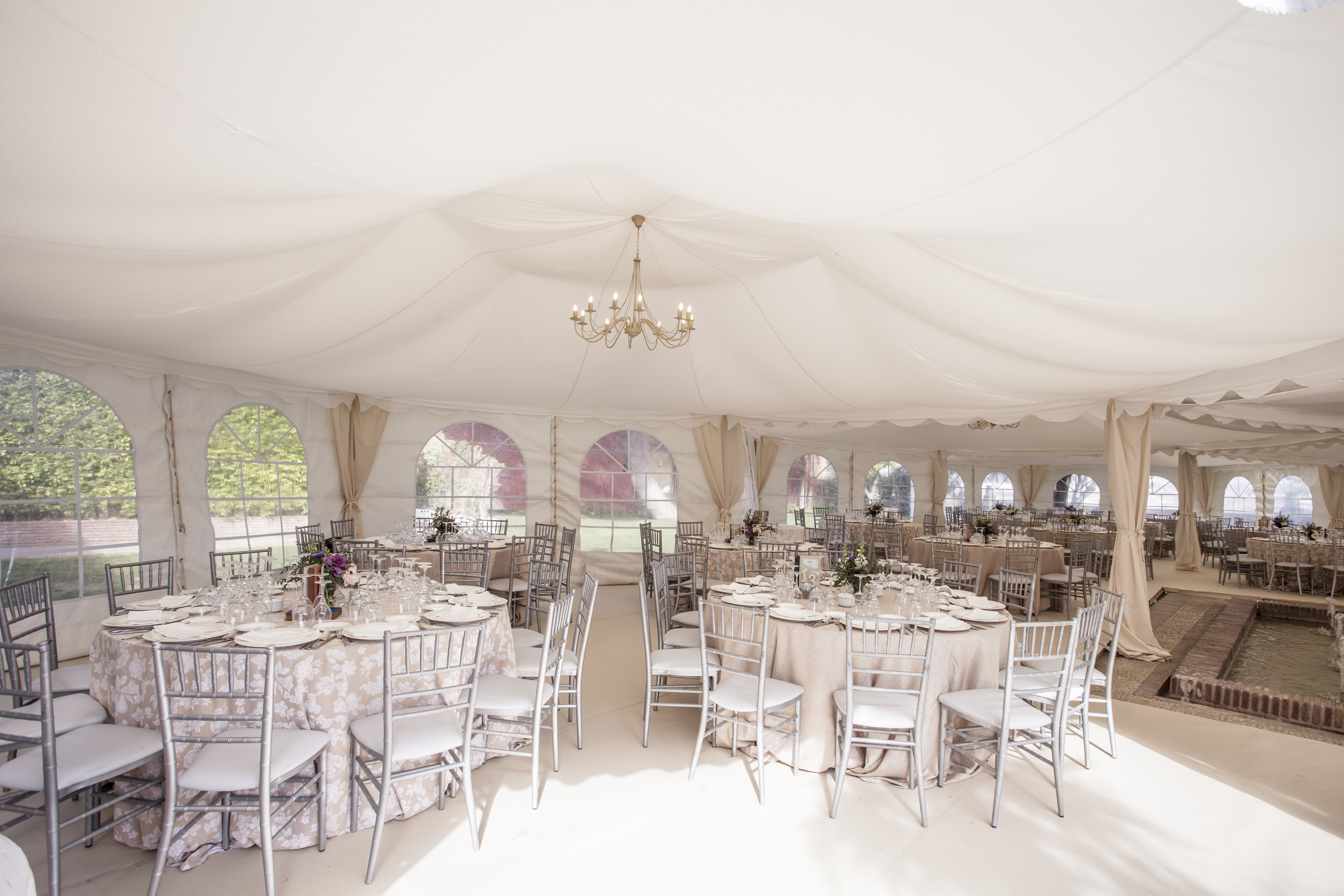Stylish contemporary custom-made design that's perfect for weddings