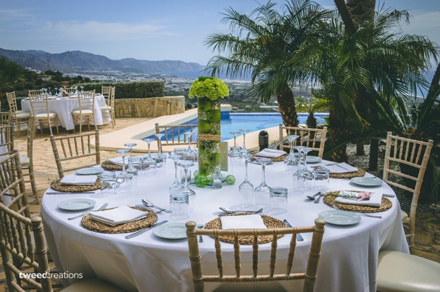 Intimate wedding dining around the poolside
