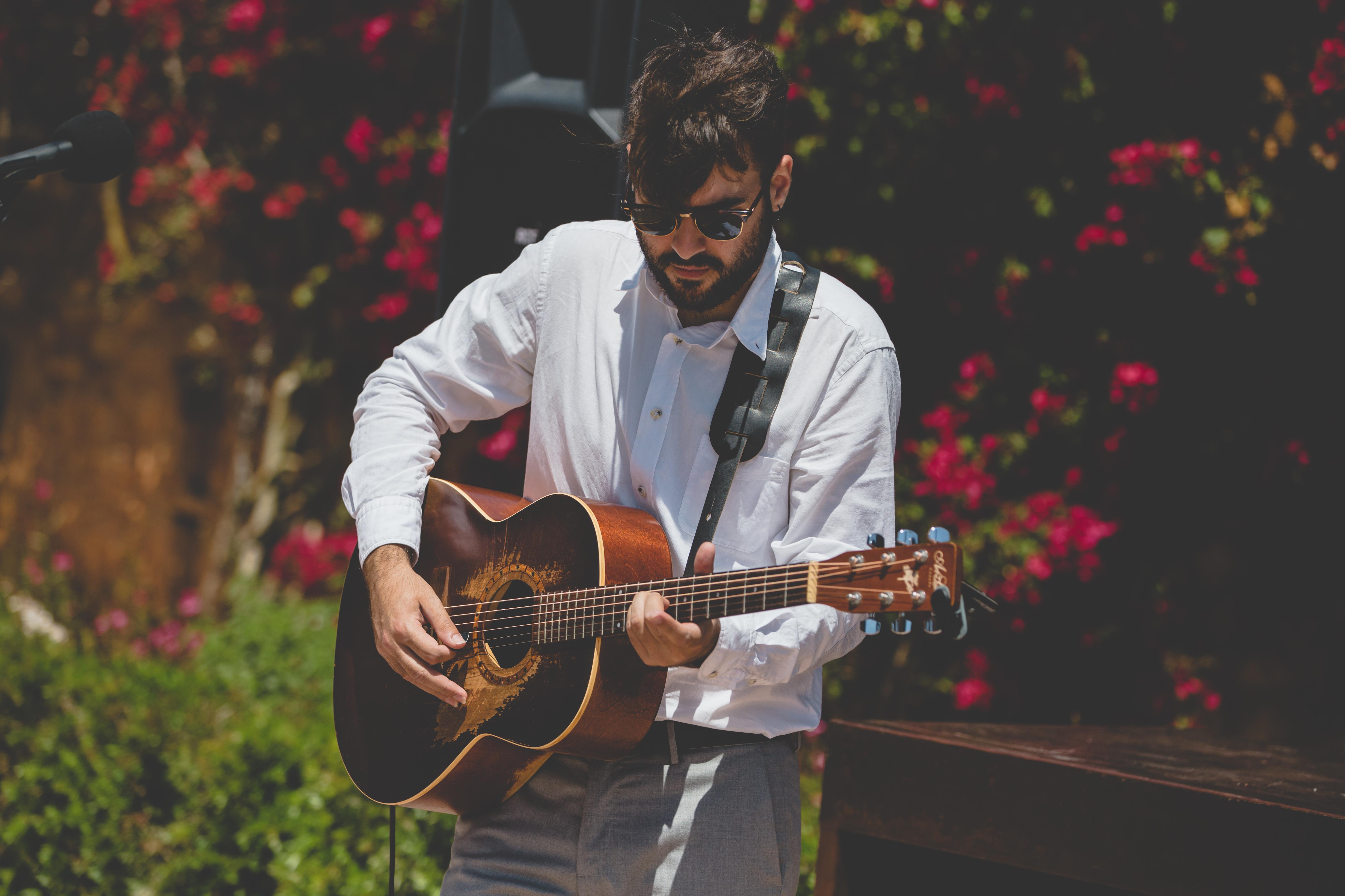 Jaunjo, the wedding guitarist