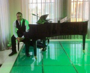 Carmine before a piano set
