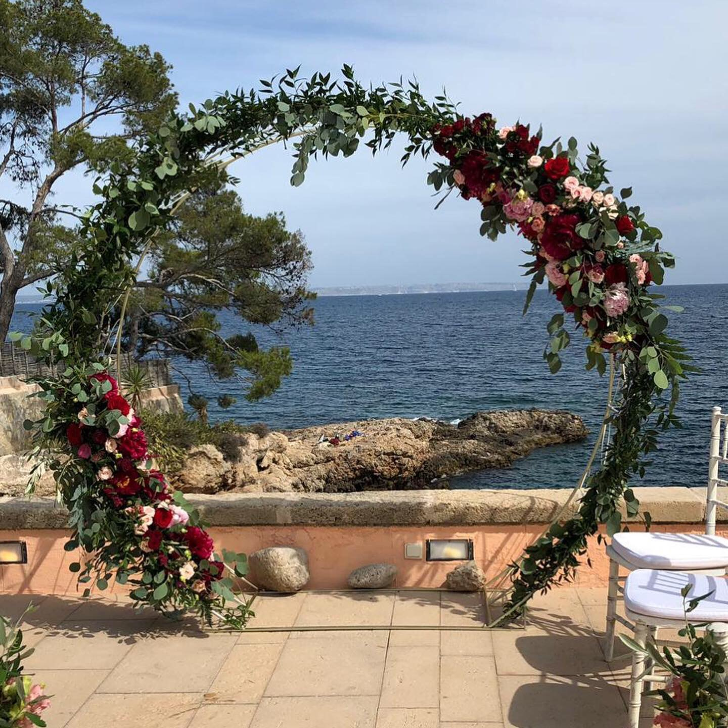 A beautiful moongate floral arch framing the sea