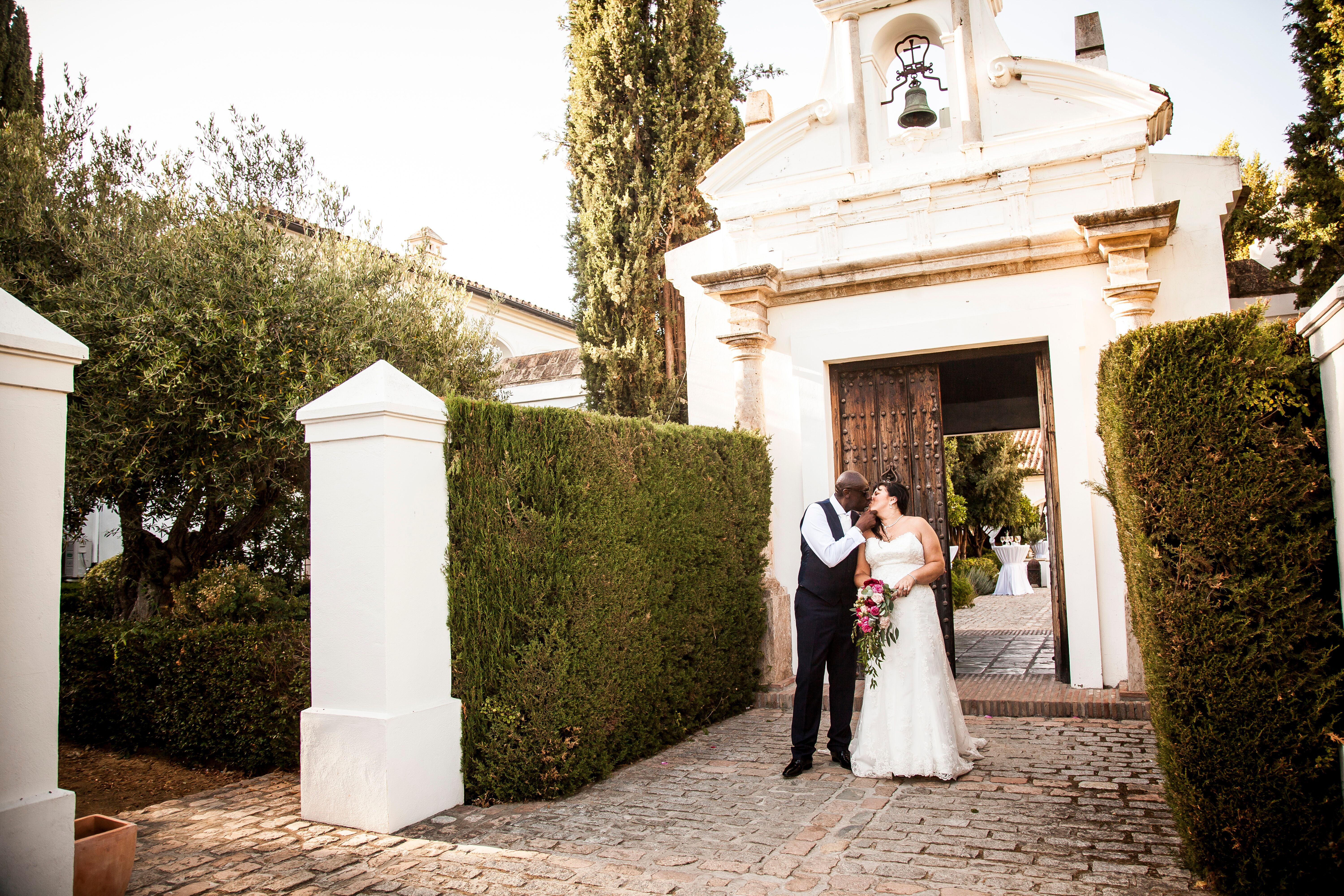 The bridal couple in the Finca grounds - Talia Giraudo, Thoroughly Gorgeous