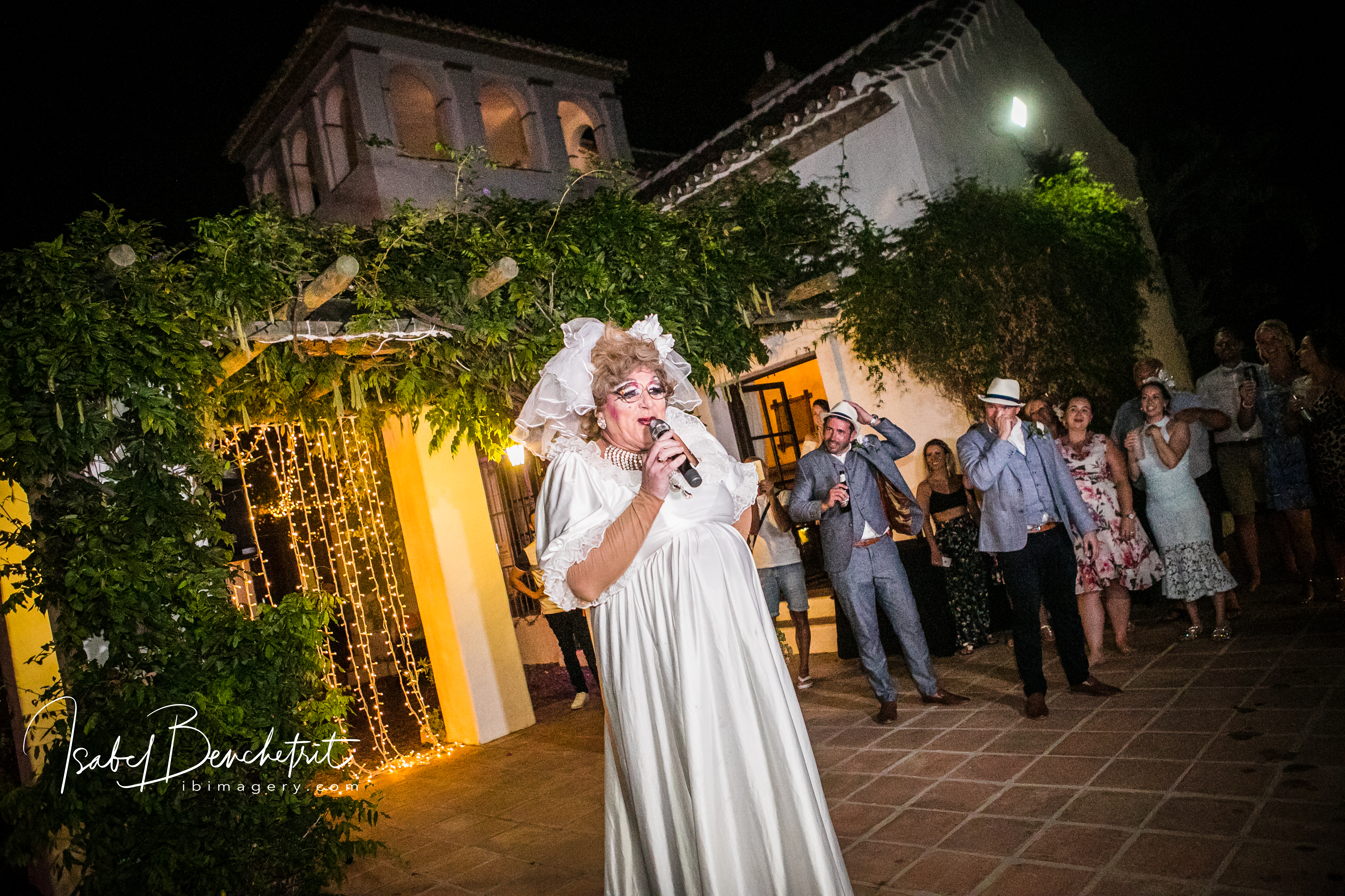 An amazing drag artist performance that wowed the guests!