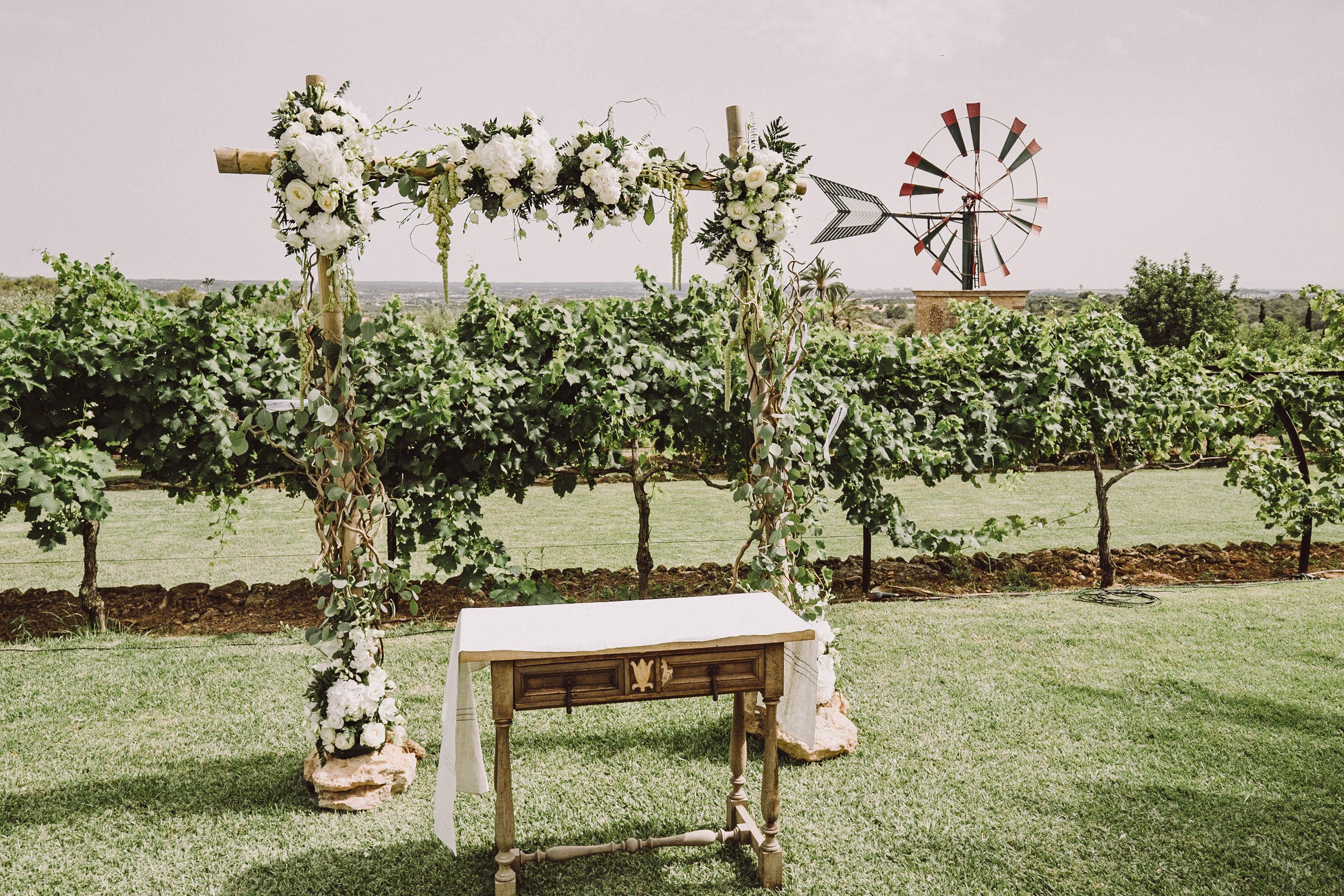 Stunning wedding ceremony decor