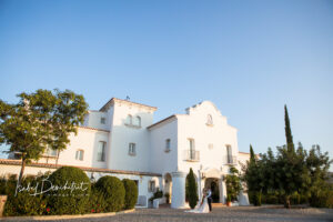 The couple at the front of the Cortijo's grounds