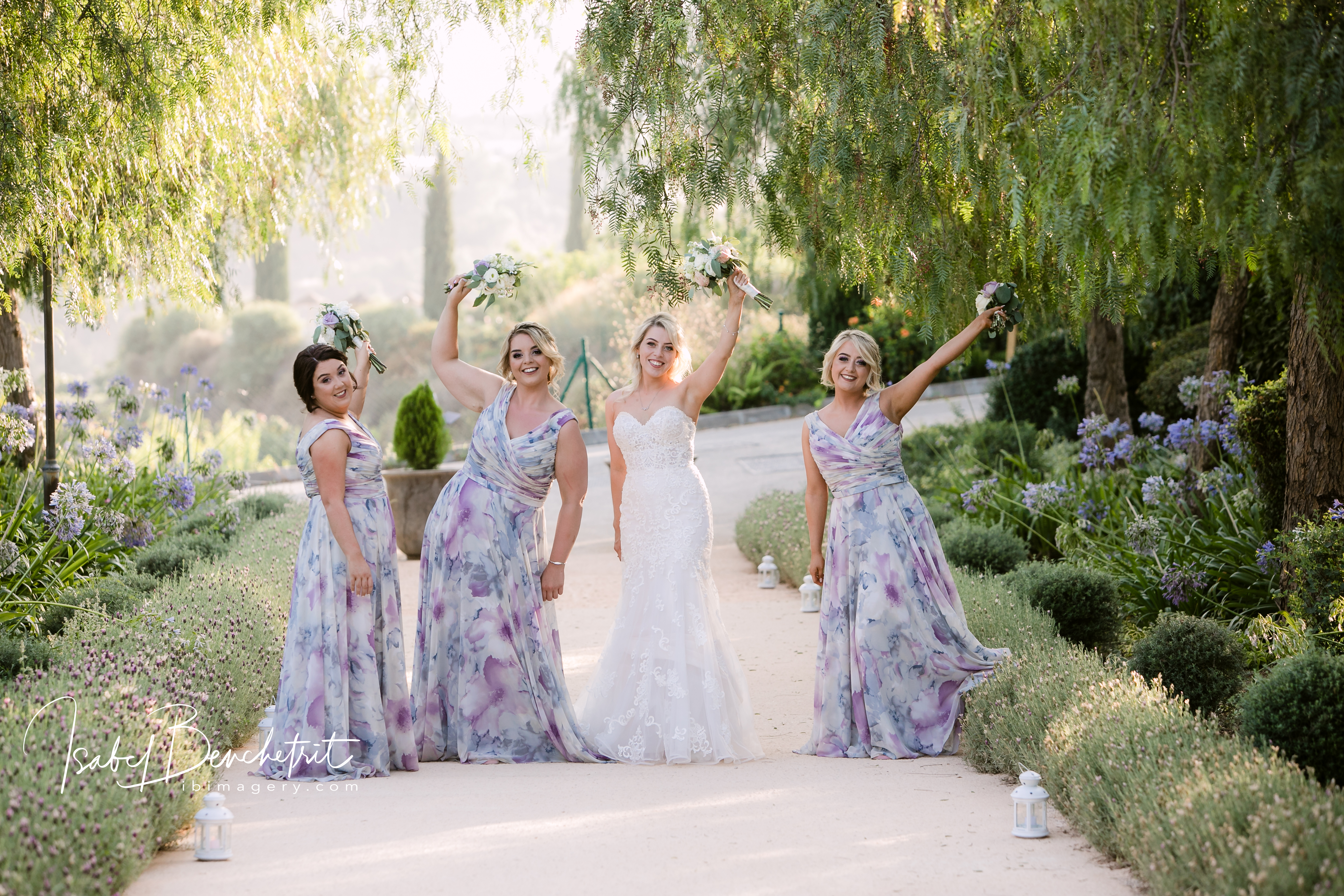 The bridesmaids in the spacious gardens of the Cortijo