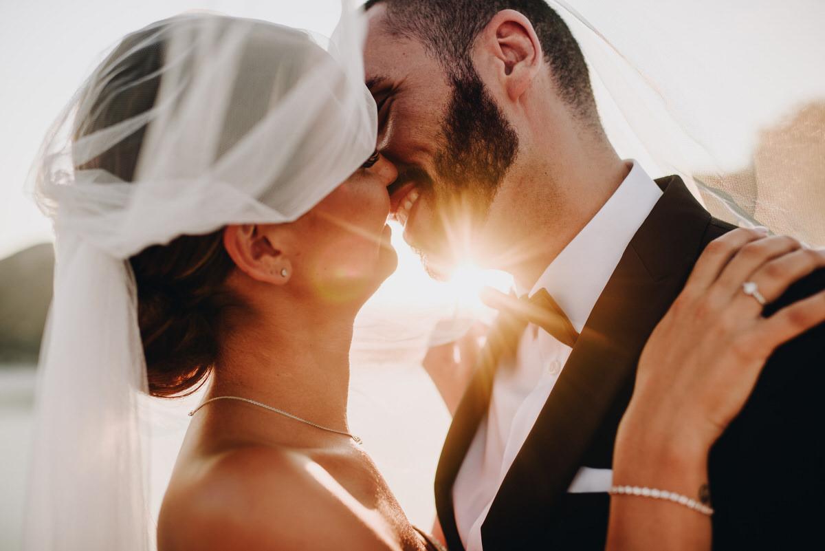 A windswept kiss - Roger Castellvi