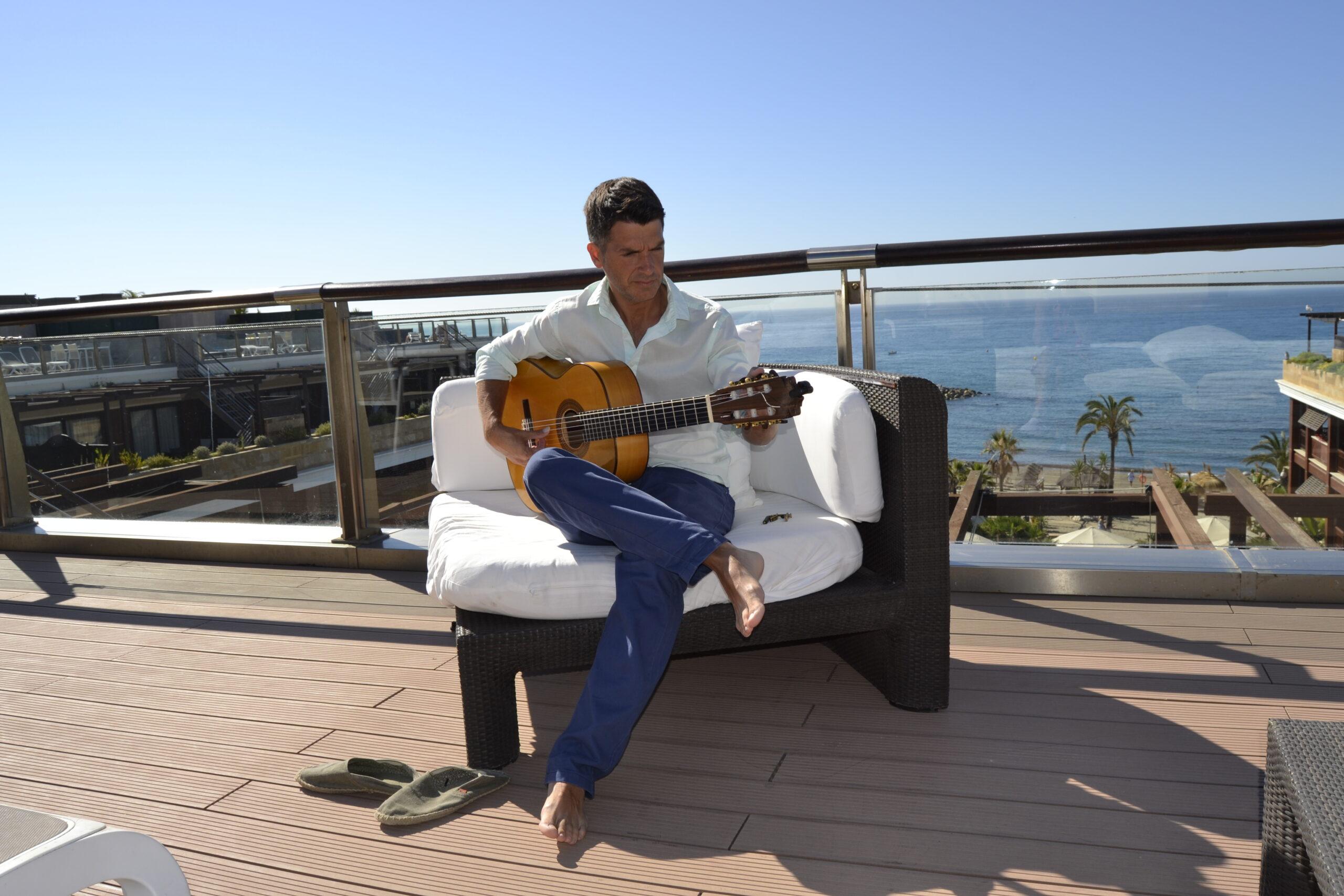Jesus Gomez, wedding guitarist