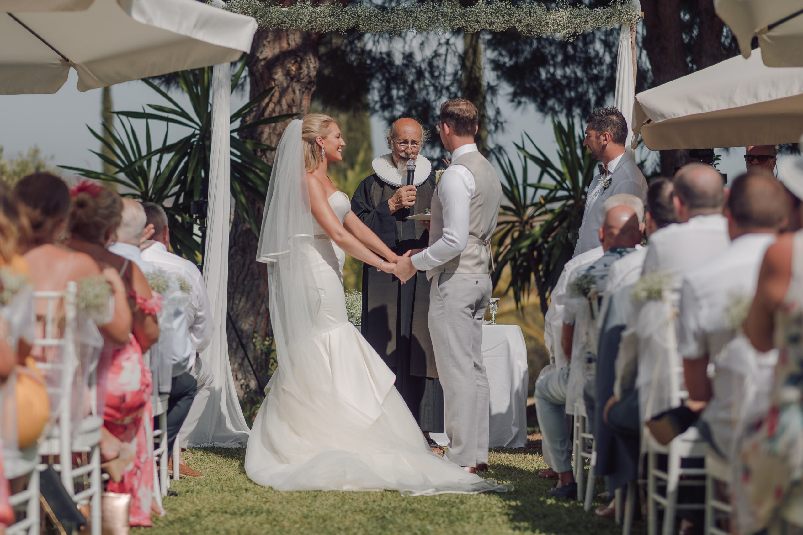 The wonderful wedding ceremony on the Hacienda's lawn - Hove & Co Photography