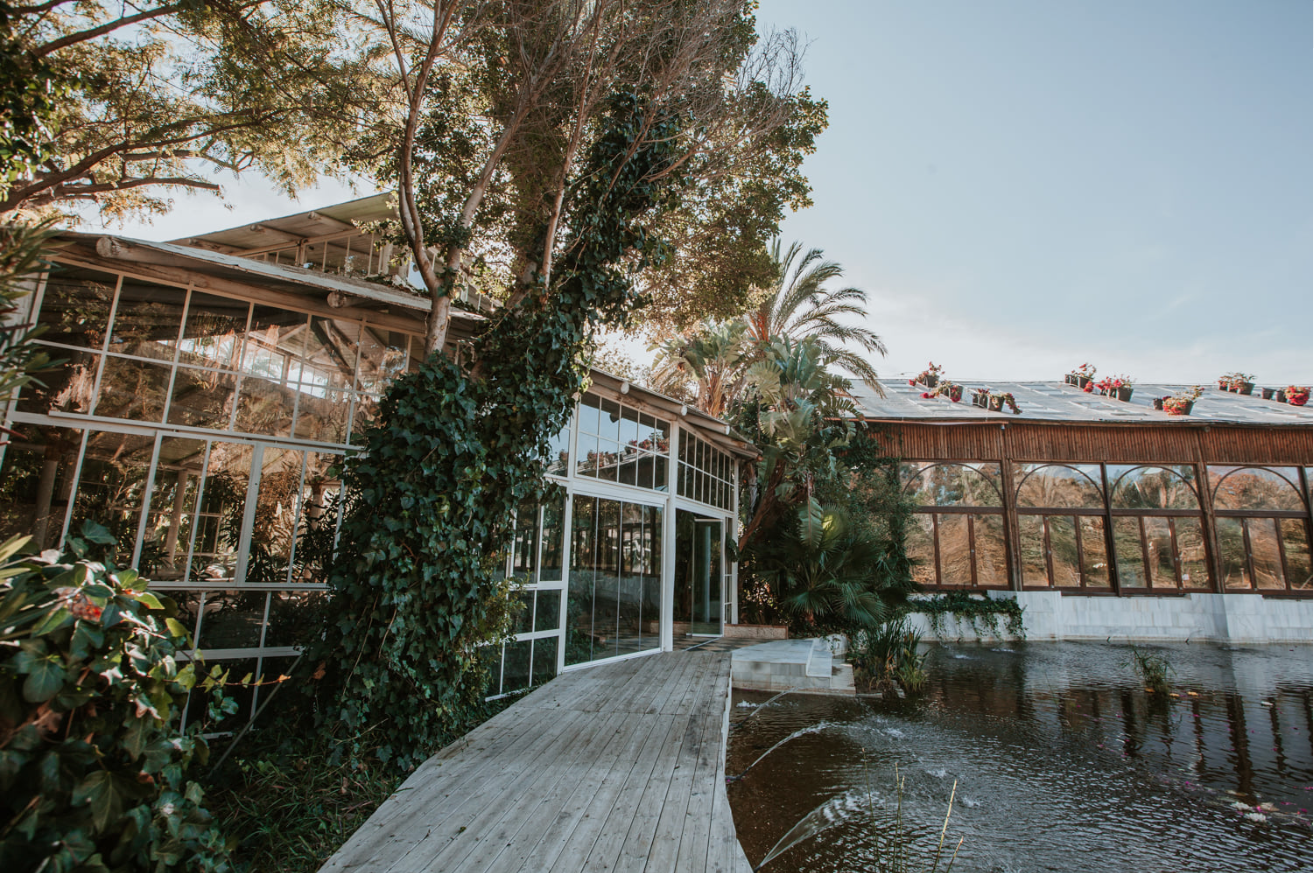 Rustic country vibe at a beautiful Spanish wedding venue.