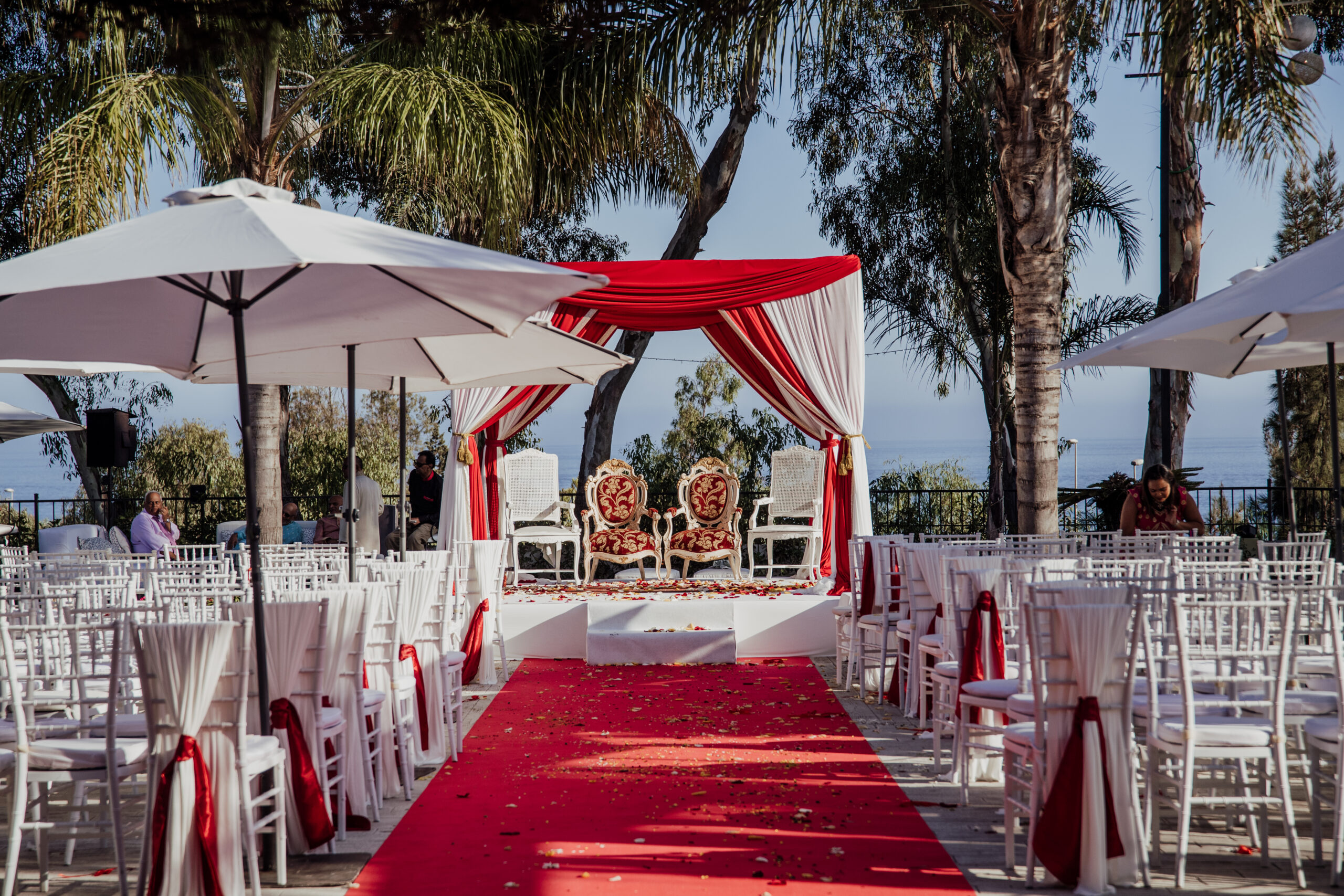 The majestic aisle and ceremony set-up - Rebecca Davidson Photography