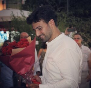 The groom-to-be delivers his fiancee a dozen red roses
