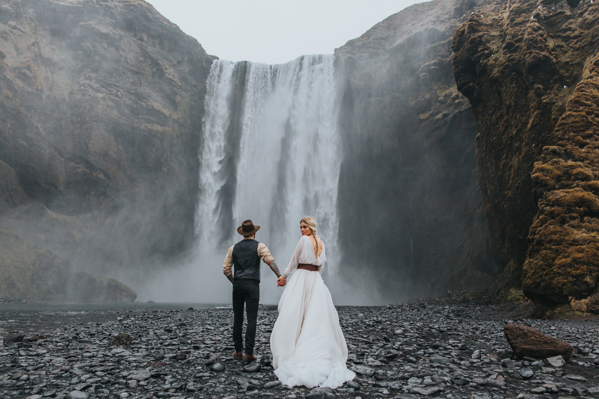 The Love Hunters - bride and groom in Iceland