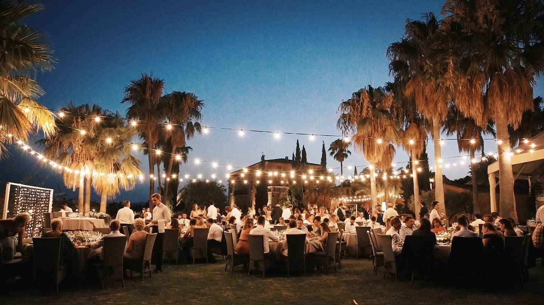 Wedding breakfast under the twinkly lights, Lluís, wedding videographer