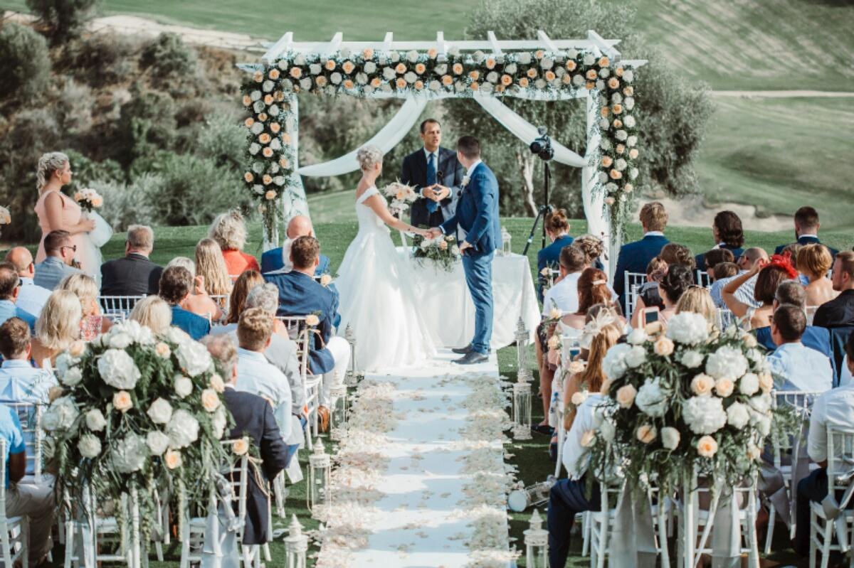 Fran, multilingual wedding celebrant
