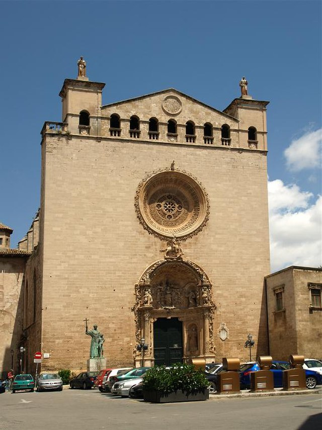 Church wedding: located mere blocks from La Seu (Cathedral of St. Mary of Palma)