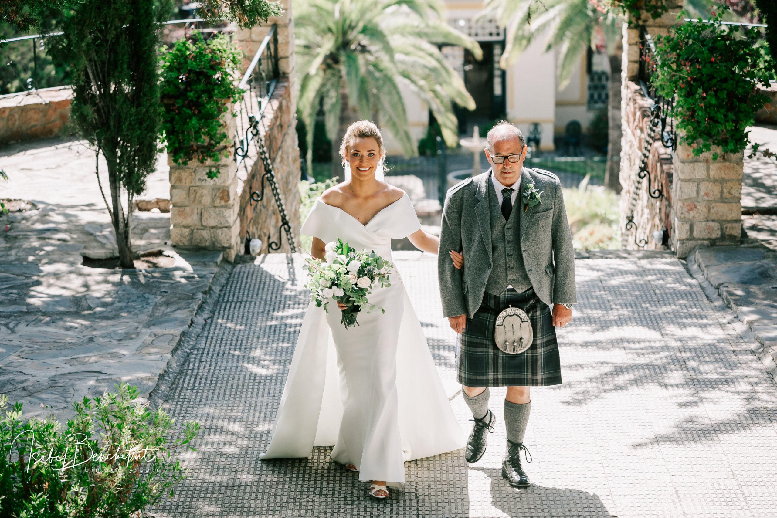 Lesa & Dean, Stylish Spanish Wedding